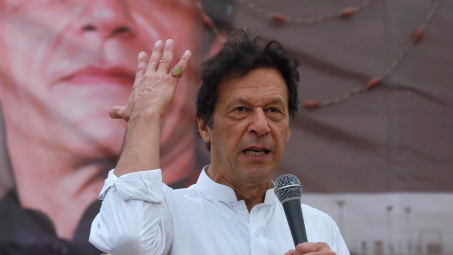 رئيس وزراء باكستان يحذّر من حرب مع الهند بسبب كشمير