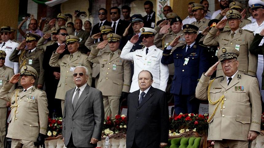 بوتفليقة يعزل اثنين من كبار قادة الجيش
