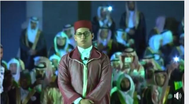 فيديو.. مول الفوقية يشارك بتلاوة طيبة في حفل تخرجه وزملائه بالجامعة الإسلامية