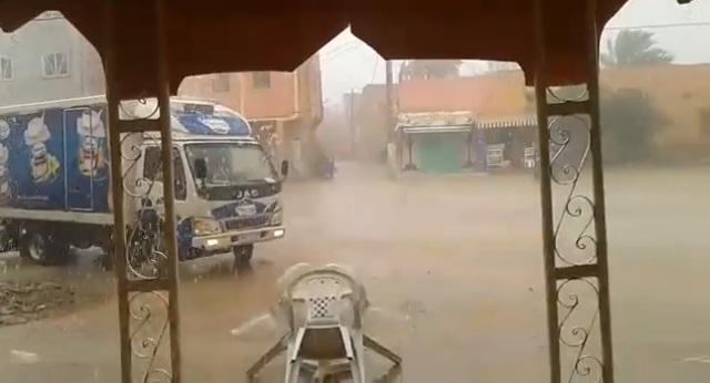 فيديو.. شاهد أمطارا عاصفية بمدينة الراشيدية