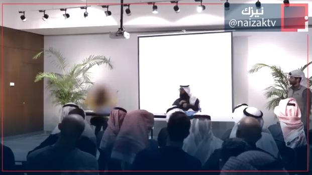 فيديو.. علمانية تُوقع نفسها في ورطة أمام هذا الشيخ