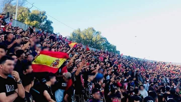 مغاربة يستنكرون رفع متظاهرين تطوانيين لعلم المحتل الإسباني!!