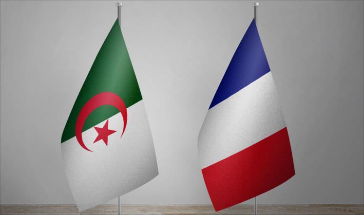 """أزالت السلطات الجزائرية كل أفراد الشرطة المنتشرين أمام الممثليات الدبلوماسية الفرنسية، وذلك ردا على قيام فرنسا بإلغاء الحراس من أمام منزل السفير الجزائري في العاصمة باريس. وأوضح المصدر أن فرنسا ألغت مؤخرا حراسة الشرطة من أمام مقر سفير الجزائر في باريس، وردا على ذلك """"فقد سحبت الجزائر الشرطيين من أمام كل الممثليات الدبلوماسية الفرنسية في العاصمة وفي مدن أخرى مثل وهران (400 كلم غرب العاصمة) وعنابة (600 شرق العاصمة)"""". وأفادت الصحف الجزائرية بأن الحراسة اختفت من على أبواب السفارة الفرنسية في الجزائر، كما غاب أفراد الشرطة الذين يتناوبون على تأمين محيط القنصلية الفرنسية، وكذلك الأمر بالنسبة لقنصليتي فرنسا في وهران وعنابة، والمعاهد الفرنسية. وجاءت الخطوة الجزائرية تطبيقا للمبدأ الدبلوماسي """"المعاملة بالمثل"""" وفقا للصحافة المحلية الجزائرية، وغابت التعليقات الرسمية على الحادثة من الجانبين."""
