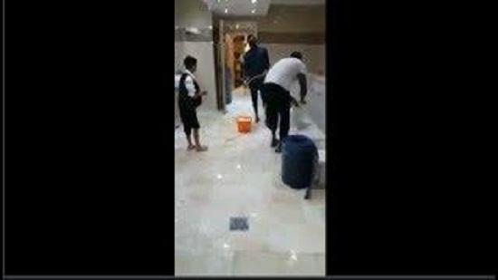 فيديو.. اللاعب السنغالي ساديو ماني ينظف مكان الوضوء في مسجد بمدينة ليفربول