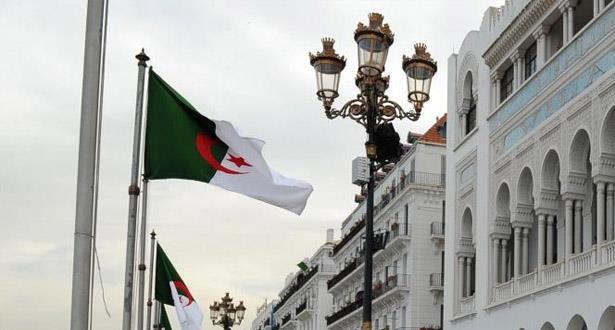 """الجزائر تسحب صناديق الزكاة من المساجد بعد تكرار """"السرقة"""""""