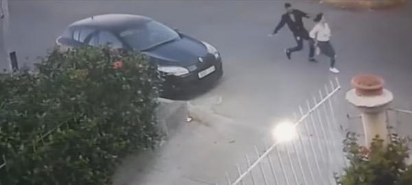 تفاعل أمني سريع مع فيديو يوثق لهجوم مجرم على شابة بالسلاح وسرقتها