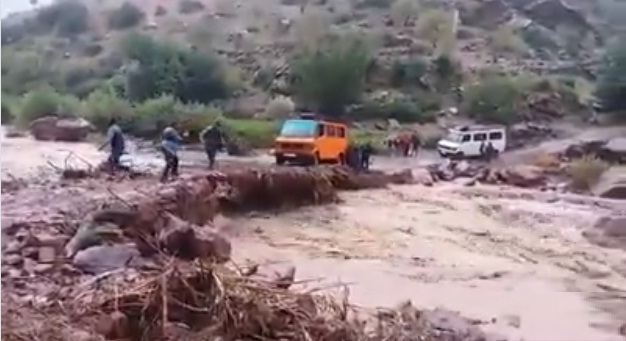 فيديو.. معاناة سكان الجبال مع الطرق والمواصلات ونقل المواد الغذائية والصحة والتعليم