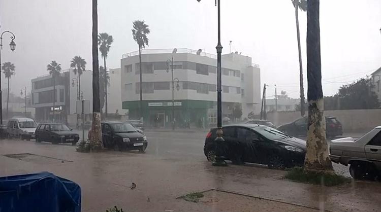فيديو.. أمطار الخير بمدينة الرباط