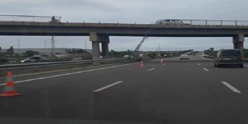 خطير : انهيار حاجز حديدي لقنطرة بالطريق السيار