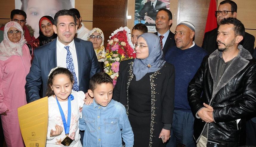 """أمزازي: مريم أمجون أصبحت """"مصدر فخر للمغرب وللمدرسة المغربية"""""""