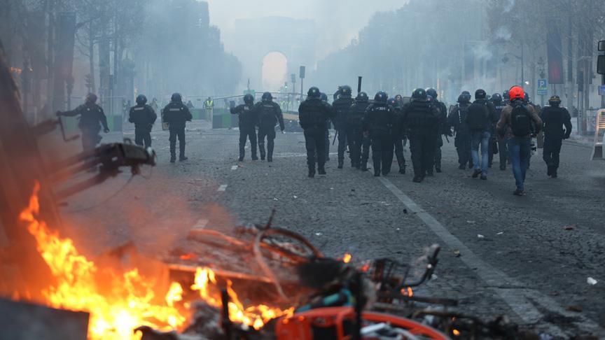 """بعد """"السترات الصفراء"""".. نقابات عمالية تتظاهر بفرنسا"""