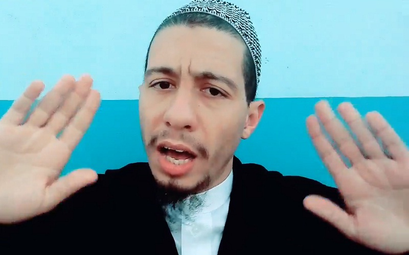 فيديو.. لا تعن الشيطان على إخوانك بنشر المنكر في مواقع التواصل الاجتماعي - هشام البوعناني