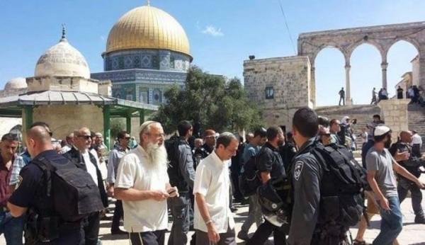 عشرات المستوطنين الإسرائيليين يقتحمون الأقصى