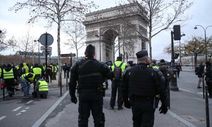 """""""الثلاثاء الأسود"""".. طلاب فرنسا ينزلون إلى الشوارع"""