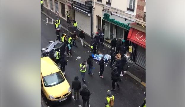 """فيديو.. محتجو """"السترات الصفراء"""" يخربون السيارات والمحلات وينهبون سلعها"""