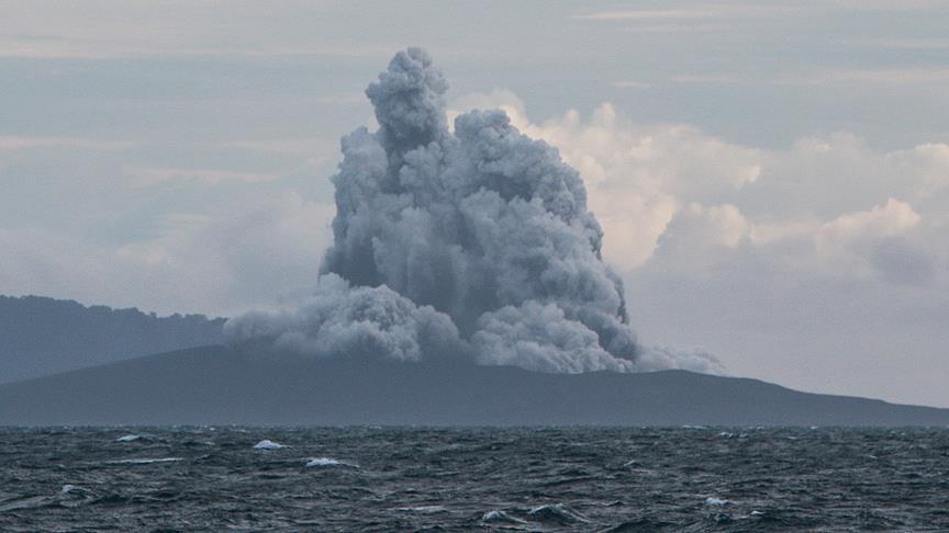 """إندونيسيا.. انفجارات بركان """"أناك كراكاتوا"""" تُقلص حجمه"""