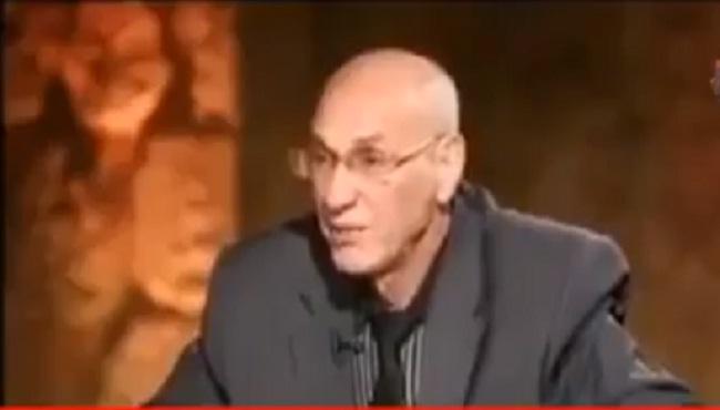 """فيديو.. باحث جزائري يتحدث عن """"البربر وتيفيناغ"""" ويدعو للتمسك والاعتزاز باللغة العربية"""