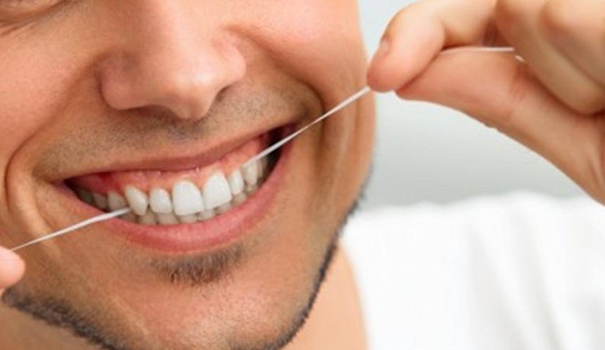 أشهر 7 معلومات خاطئة عن تنظيف الأسنان