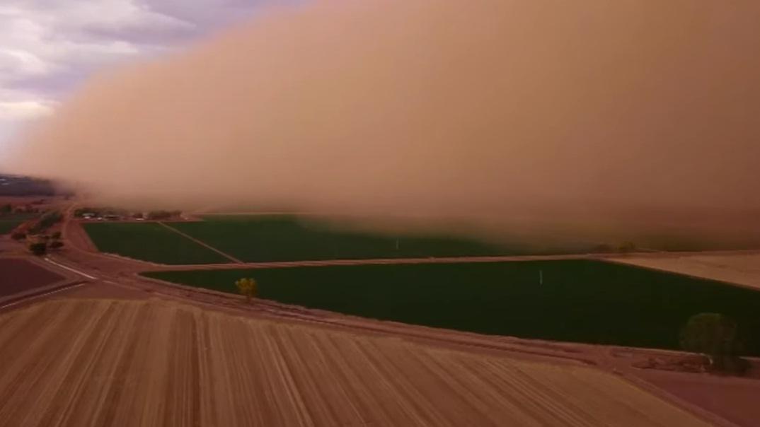 فيديو.. سماء أستراليا تتحول إلى اللون البرتقالي بسبب عاصفة ترابية