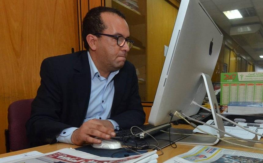 """مثير.. دافقير رئيس تحرير جريدة """"الأحداث"""" يسب منتقديه بكلام فاحش وبذيء (صورة)"""