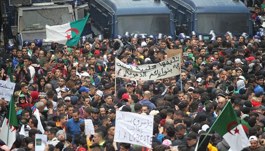 الجزائر.. مظاهرات الجمعة ترفض خوض رموز نظام بوتفليقة سباق الرئاسة