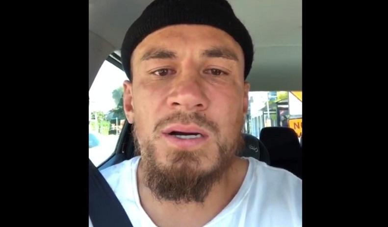 بالفيديو.. حرقة وبكاء نجم منتخب نيوزيلندا على ضحايا المذبحة (اعتنق الإسلام قبل عشر سنوات)