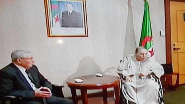 التلفزيون الجزائري يبث مقطعا لبوتفليقة أثناء تسليم استقالته