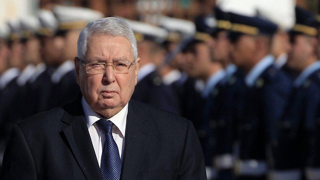 الرئيس الجزائري يحذر من مغبة تعطيل الانتخابات