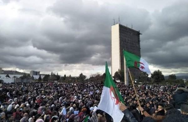 سجن رئيسين للحكومة الجزائرية في 24 ساعة
