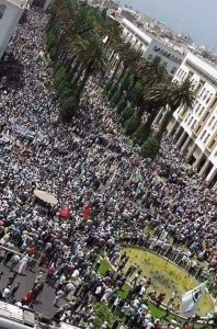 """صورة.. مسيرة وطنية ضخمة للأساتذة حاملي الشهادات و""""أساتذة التعاقد"""" وأساتذة """"الزنزانة9"""""""