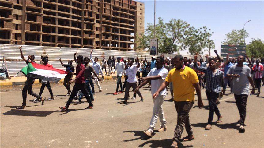 لجنة معارضة: 21 قتيلًا بينهم 5 عسكريين قرب مقر الجيش السوداني منذ السبت