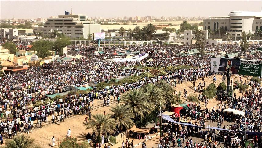 السودان.. غلق 3 جسور منعا لعبور المتظاهرين إلى الخرطوم