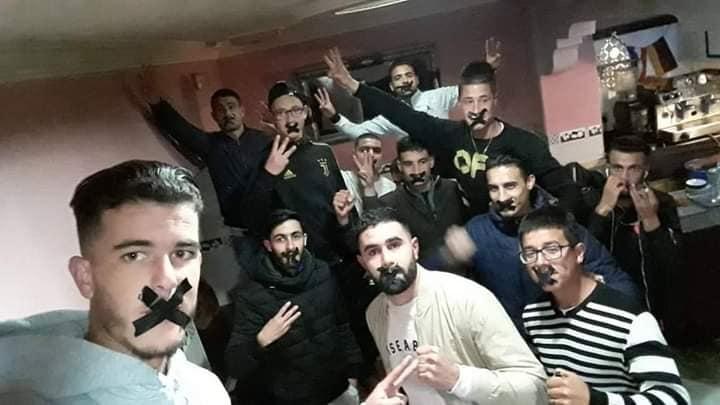 """شباب ريفيون يطلقون حملة """"تكميم الأفواه"""" تضامنا مع الزفزافي ومعتقلي """"حراك الريف"""" بعد تأييد الأحكام ضدهم استئنافيا"""