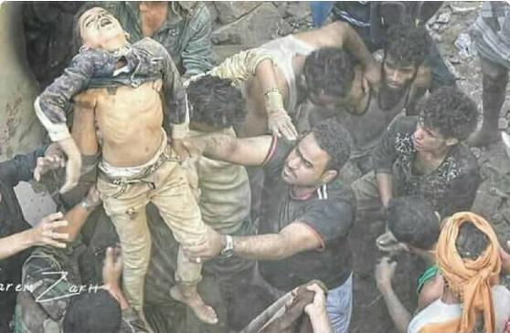 عائلة كاملة دفنت تحت الركام بسبب القصف السعودي والإماراتي
