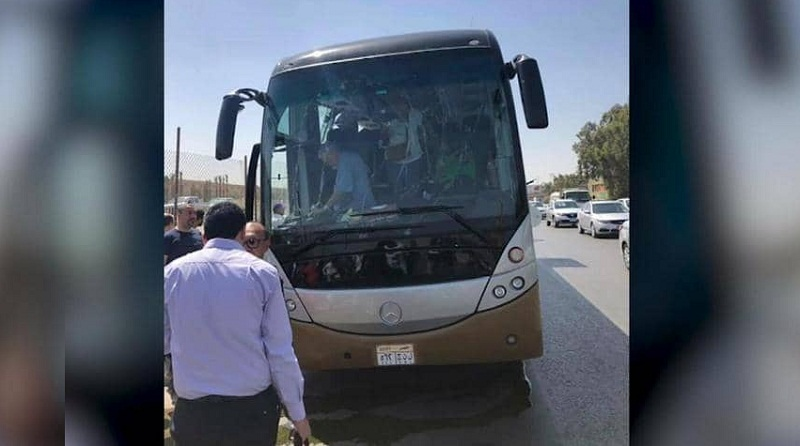 إصابات بتفجير استهدف حافلة سياحية أمام المتحف المصري الكبير (فيديو)