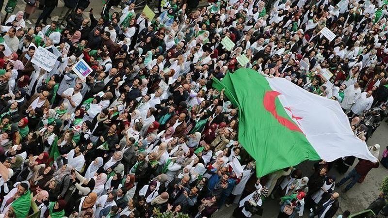 الرئاسة الجزائرية: مسودة الدستور ستكون جاهزة خلال أسبوعين