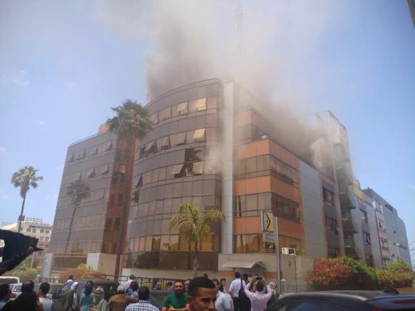 عاجل.. اندلاع حريق ضخم بمقر شركة اتصالات (صور)