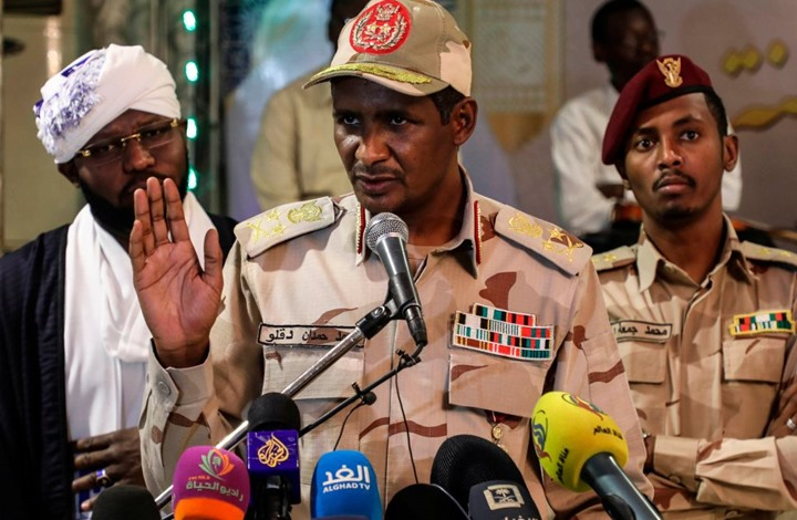"""""""المجلس العسكري"""" السوداني: لسنا أعداء لأحد وهناك """"خيانة داخلية"""""""