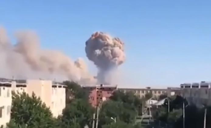 فيديو.. لحظة انفجار في مستودع للأسلحة والذخائر جنوبي كازاخستان