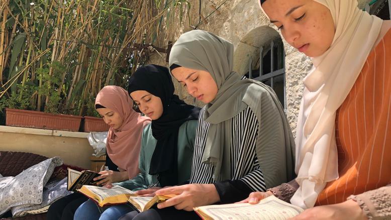 """""""ديما دينا سوزان رزان"""" أربع توائم يتفوقن في معدلات الثانوية وختم القرآن"""
