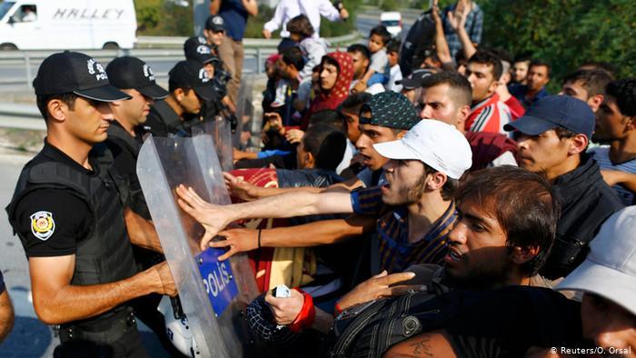 اسطنبول تمهل لاجئين سوريين شهراً للخروج من المدينة
