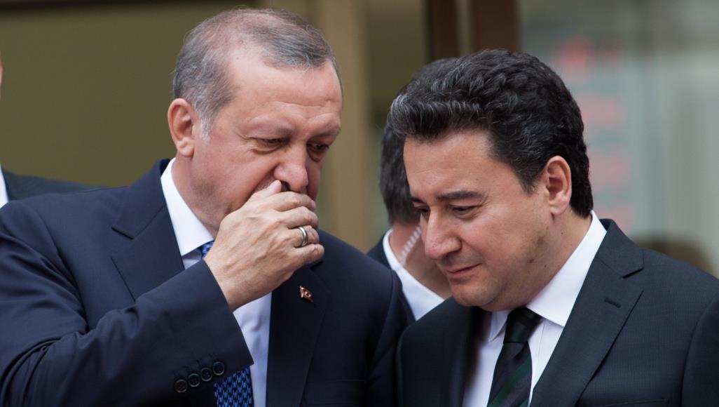 حليف سابق لرئيس تركيا يستقيل من الحزب الحاكم
