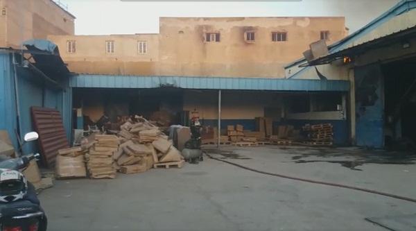 بالصور والفيديو.. حريق يلتهم مصنعا لصنع الكراسي والكنبات بحي الرحمة بمدينة سلا