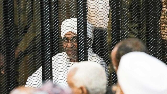 السودان.. دفاع البشير يدعو المحكمة لمعاينة موقع ضبط الأموال