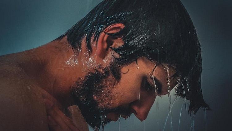 ما الذي يحدث لجسمك عندما تستحم يوميا بالماء البارد؟