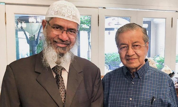 الداعية الإسلامي الهندي ذاكر نايك المقيم في ماليزيا يعتذر للماليزيين.. ما السبب؟!