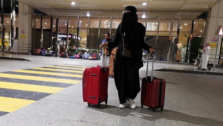 بعد رفع إذن الولي.. ألف امرأة سعودية غادرن من دونه