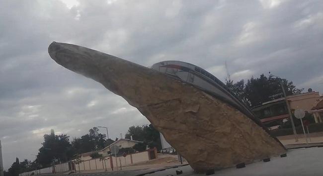 فيديو.. مجسم حجري للقطار فائق السرعة البراق بالقنيطرة