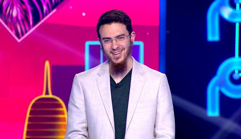 """الدكتور يوسف العزوزي يتأهل إلى النهائي في مسابقة """"نجوم العلوم"""" بقطر محتلا الرتبة الأولى"""