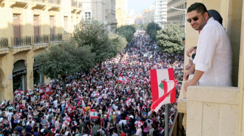 متظاهرو لبنان يرفضون إصلاحات الحريري.. باقون في الشارع